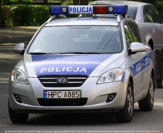 Policja Katowice: Dzielnicowy z mieszkańcami uczestniczył w akcji sprzątania lasu