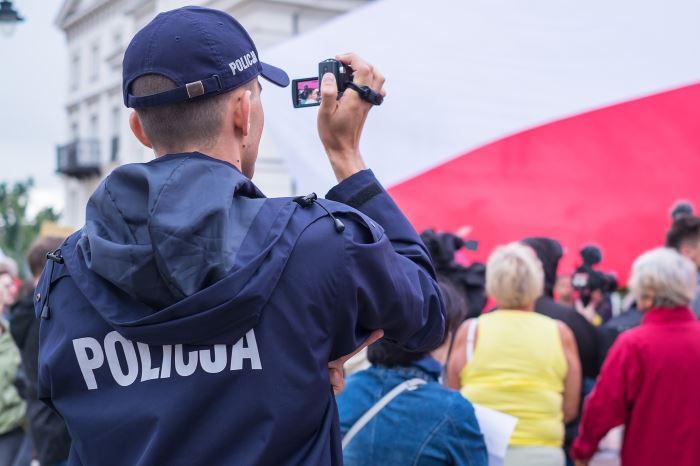 Policja Katowice: Katowiccy policjanci rozbili zorganizowaną grupę przestępczą oszukującą firmy